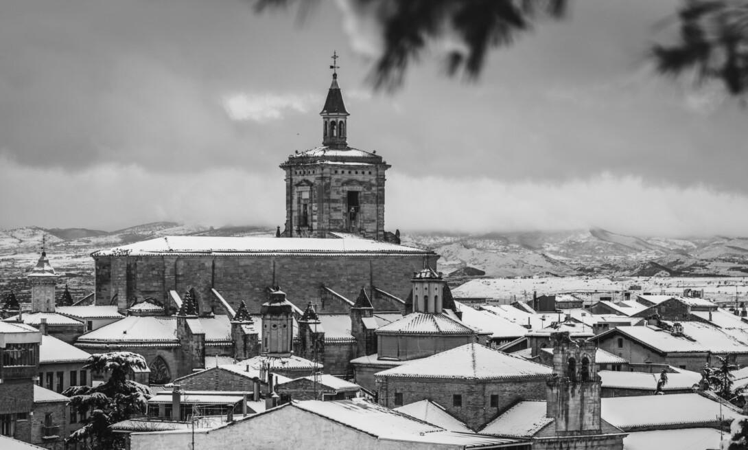 Panorámica De la Iglesia de Santa María en Viana (Navarra)