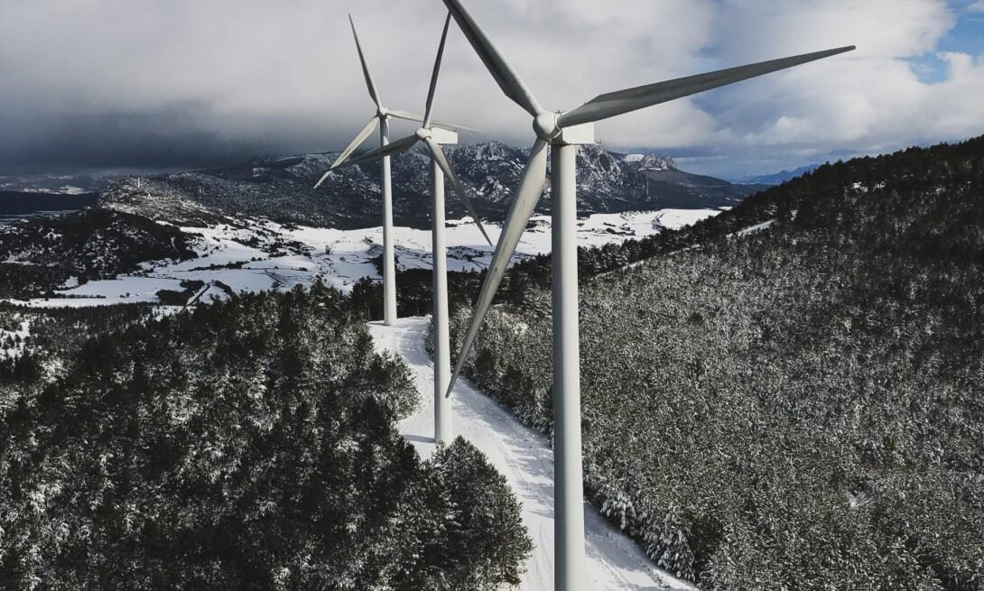 Parque eólico de las Llanas de Codés en invierno.