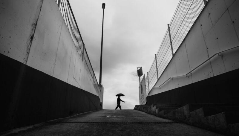 El hombre del paraguas.